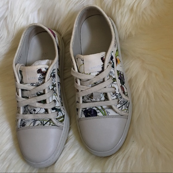 2ea16ca705e Gucci Other - Gucci kids floral sneakers